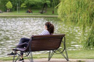 結婚相談所に不信感の熟年女性